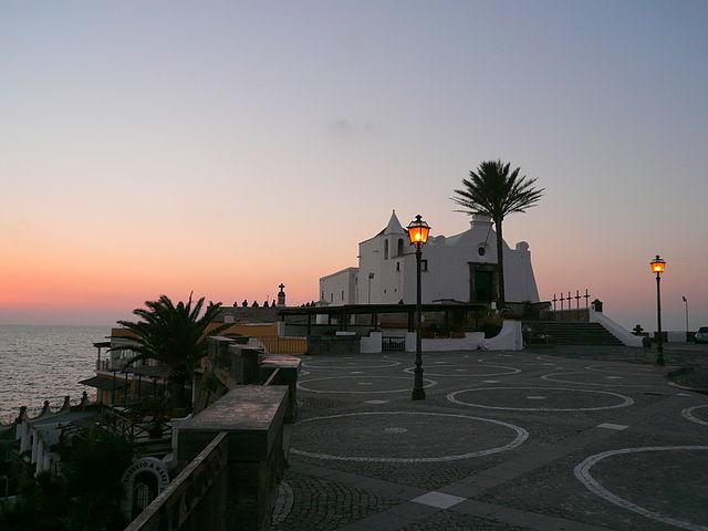 Quali sono alcune delle chiese più belle di Ischia?